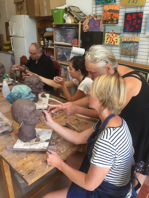 Learn to create a sculpture portrait with sculptor Laury Dizengremel